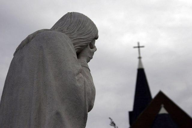 weeping-jesus-statue